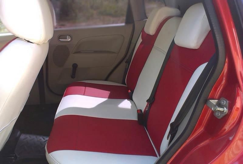 Сидения красно-белые в авто