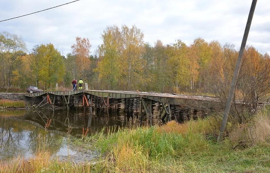 Самодельный мост на ладожском озере