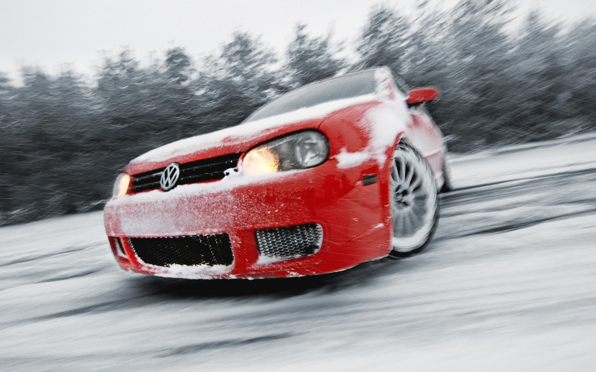 Занос машины на снегу