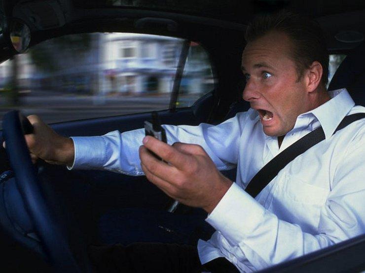 Водитель кричит