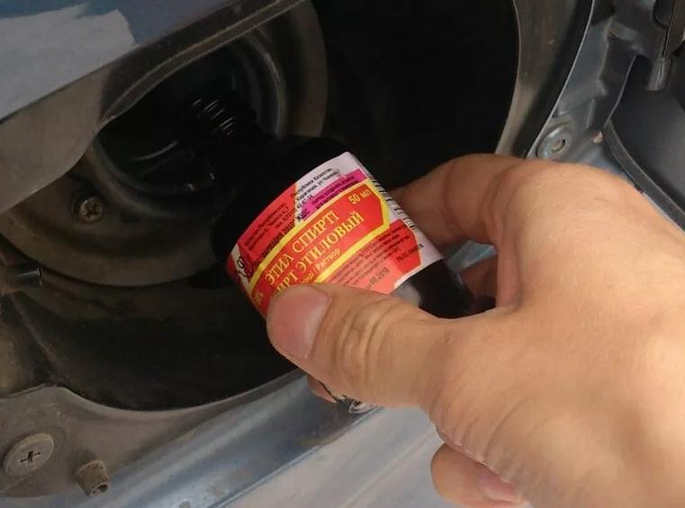 Как удалить воду из бензобака