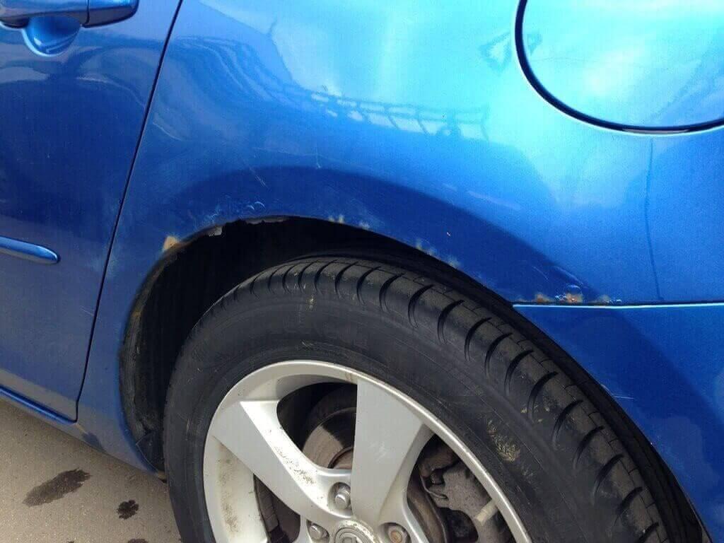 Ржавчина на крыле автомобиля