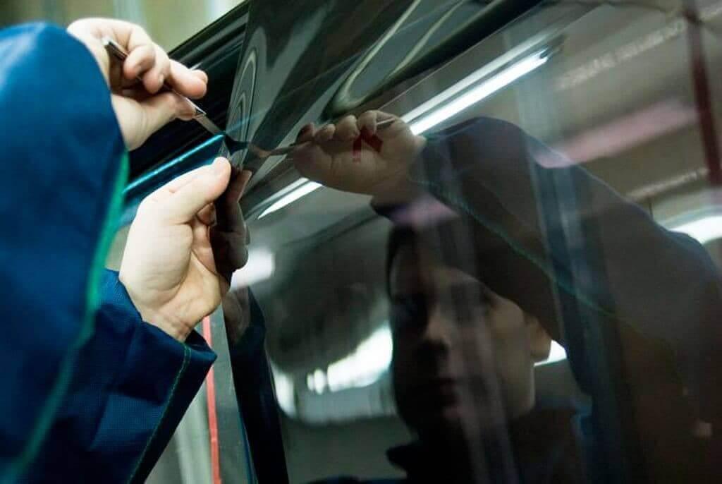Как затонировать стекла автомобиля своими руками