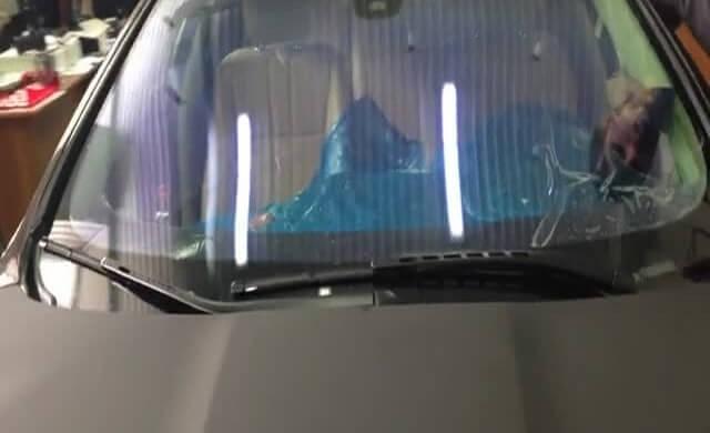 Вздутие атермальной пленки на лобовом стекле автомобиля