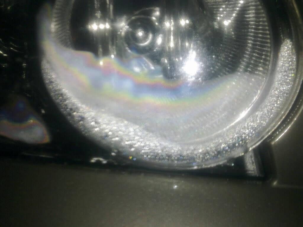 Скопление жидкости в фаре автомобиля