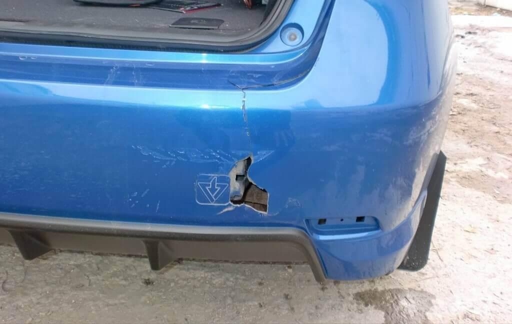 Как восстановить утерянный кусок бампера автомобиля