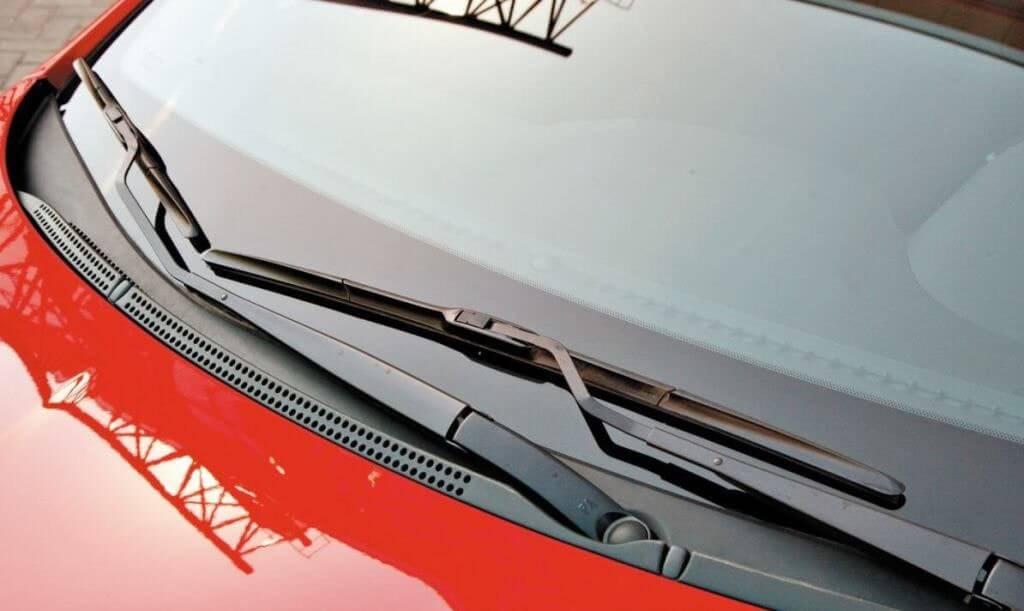 Как заменить резинки на дворниках автомобиля