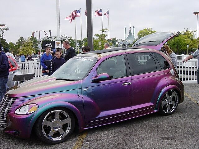 машина меняет цвет