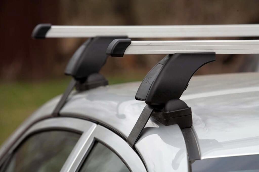 Багажные дуги на гладкой крыше