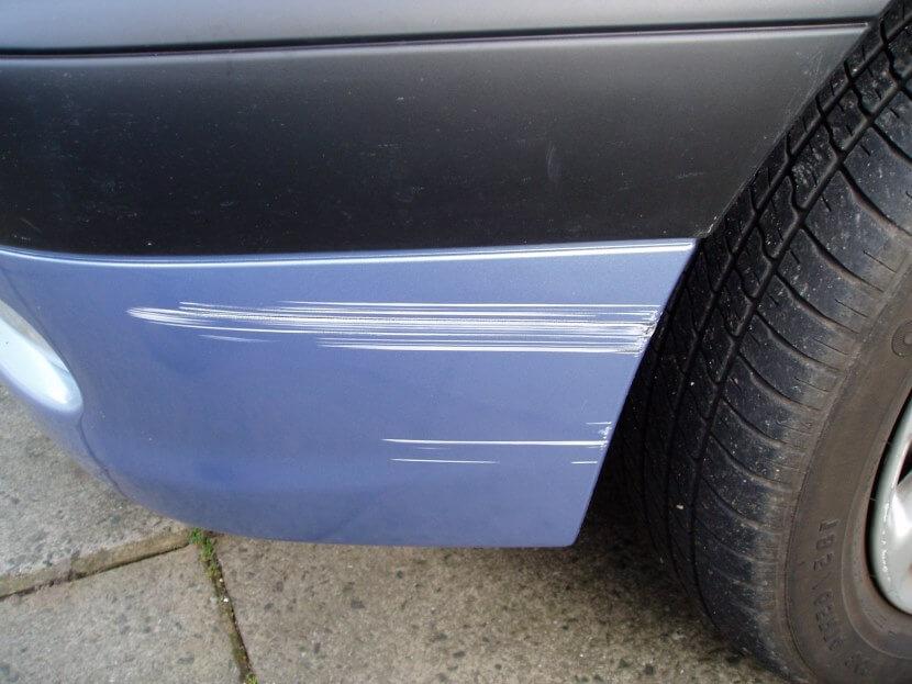 как убрать царапины на пластике автомобиля