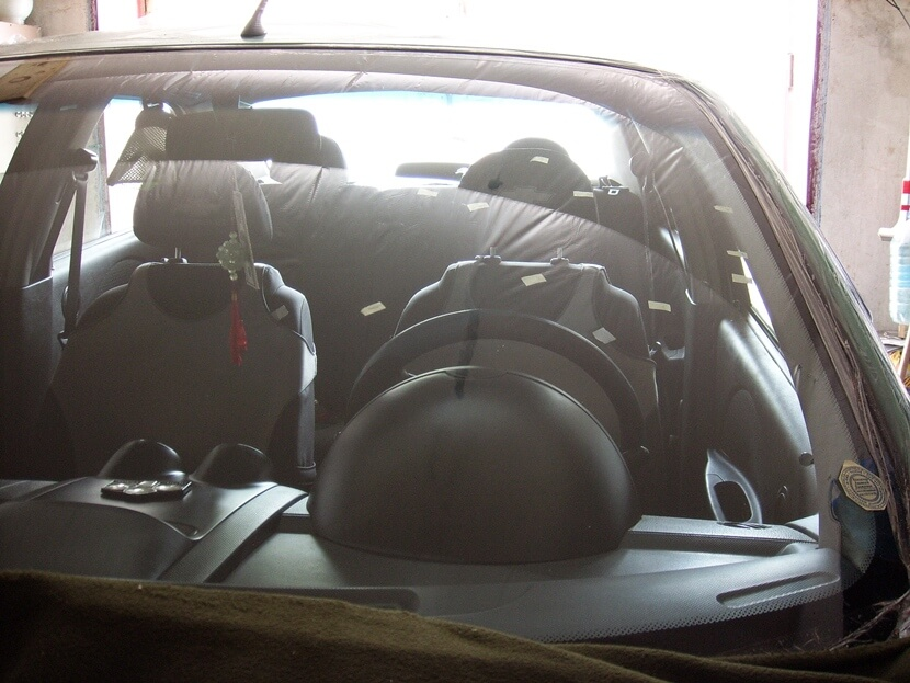 Как удалить царапины с лобового стекла автомобиля