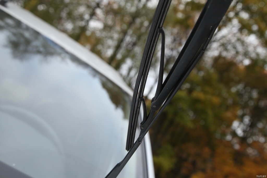 Почему скрипят щетки стеклоочистителя автомобиля