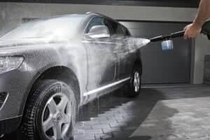 Как правильно мыть машину на автомойке