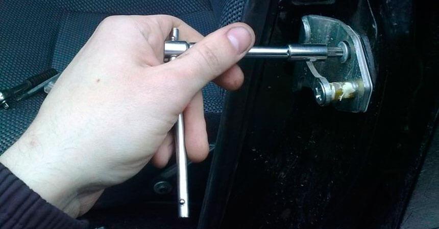 Ремонт провисших дверей автомобиля