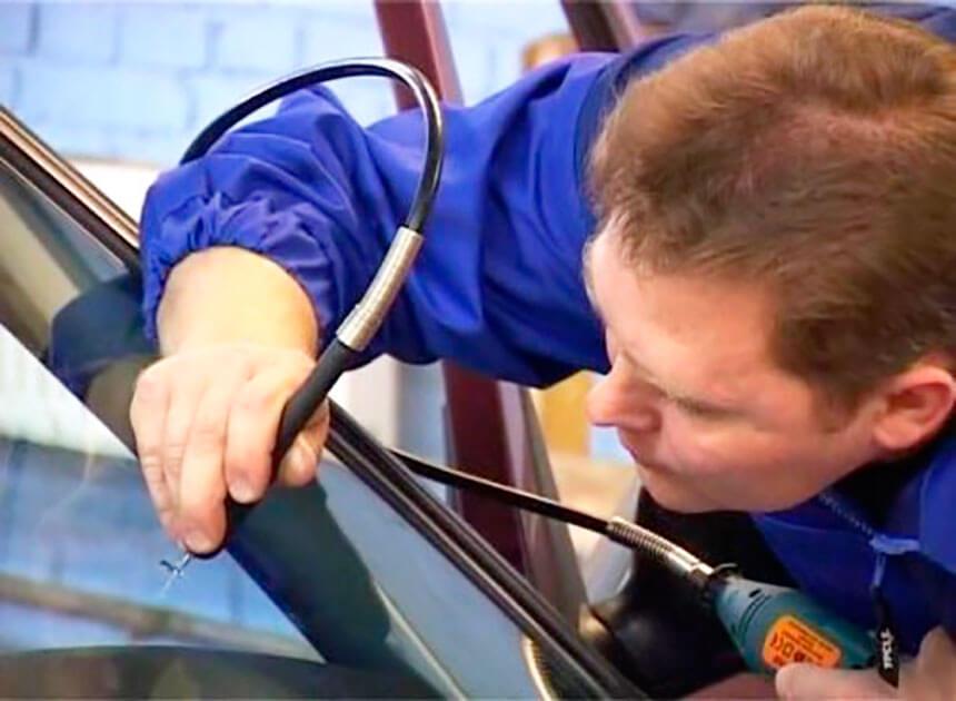 Устранение трещины на лобовом стекле в автосервисе