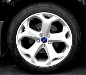 Наклейки на колпачки дисков с логотипом автомобиля