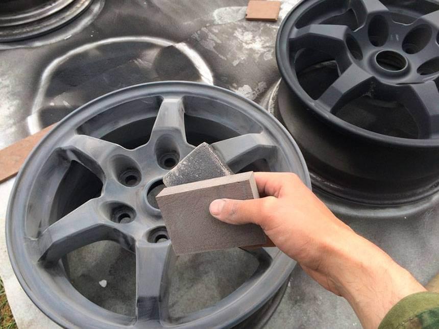 Специалисты проводят трехфазную очистку дисков