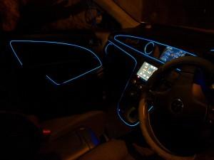 Подсветка на двери автомобиля