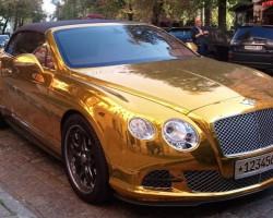 Золотая пленка на автомобиле