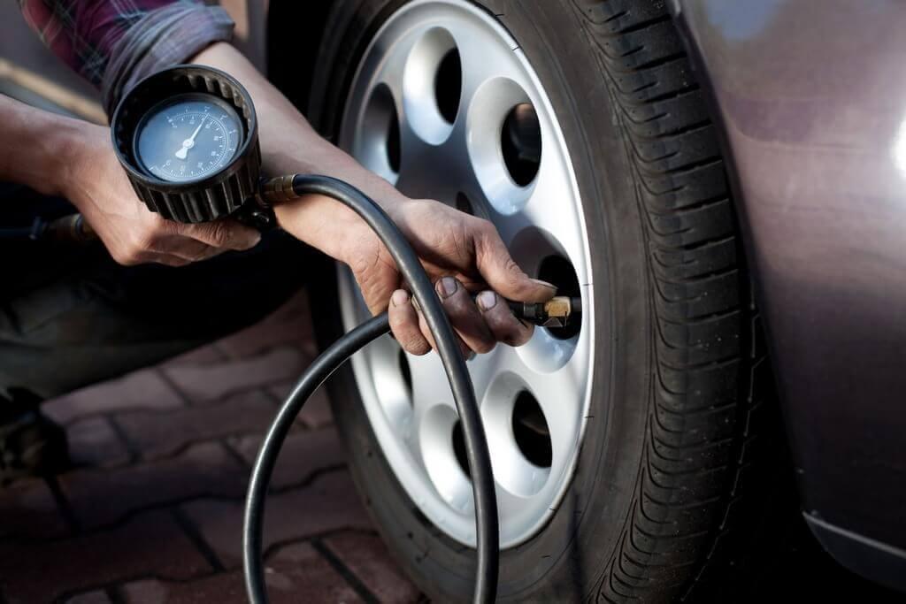 Контроль накачки колес машины