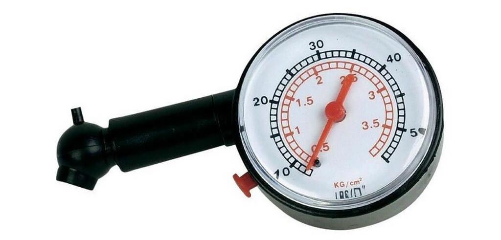 Манометр для измерения давления в колесах авто