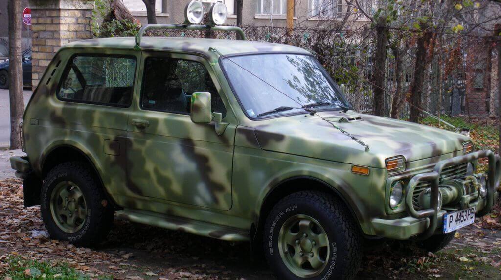 Автомобиль покрашен в цвет хаки