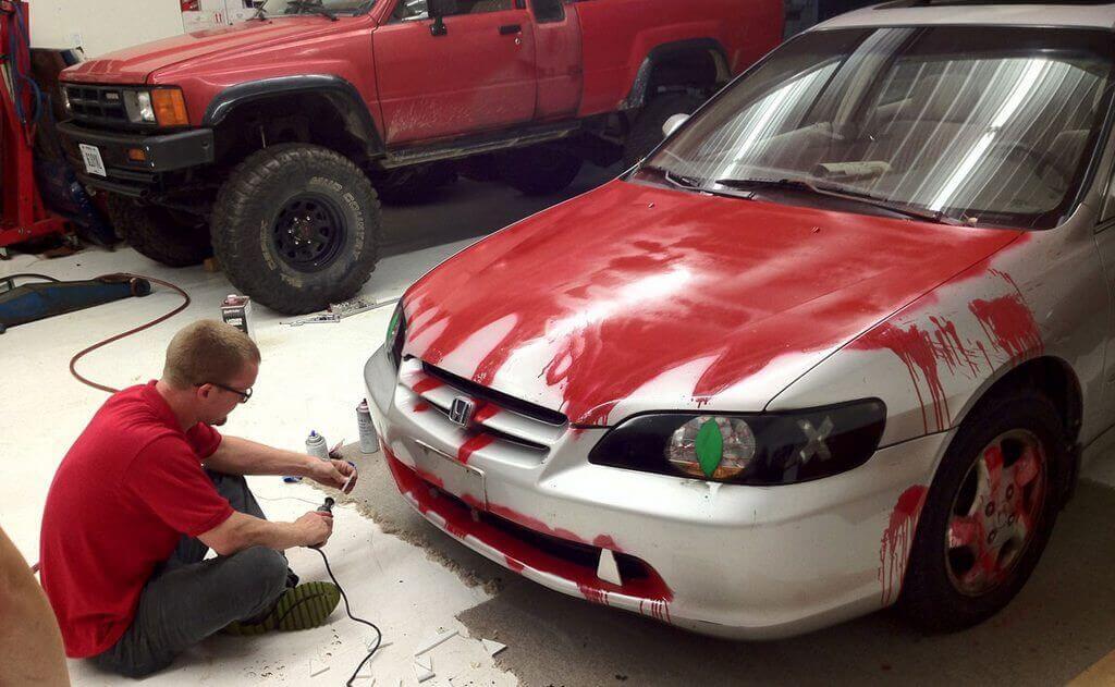 Нарисованая кровь на авто