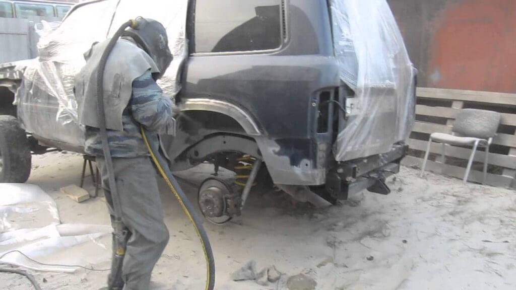 Обработка металлической поверхности пескоструем