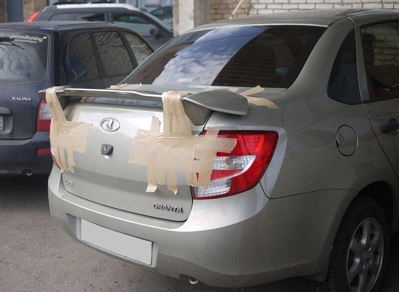 Монтаж спойлера на автомобиль