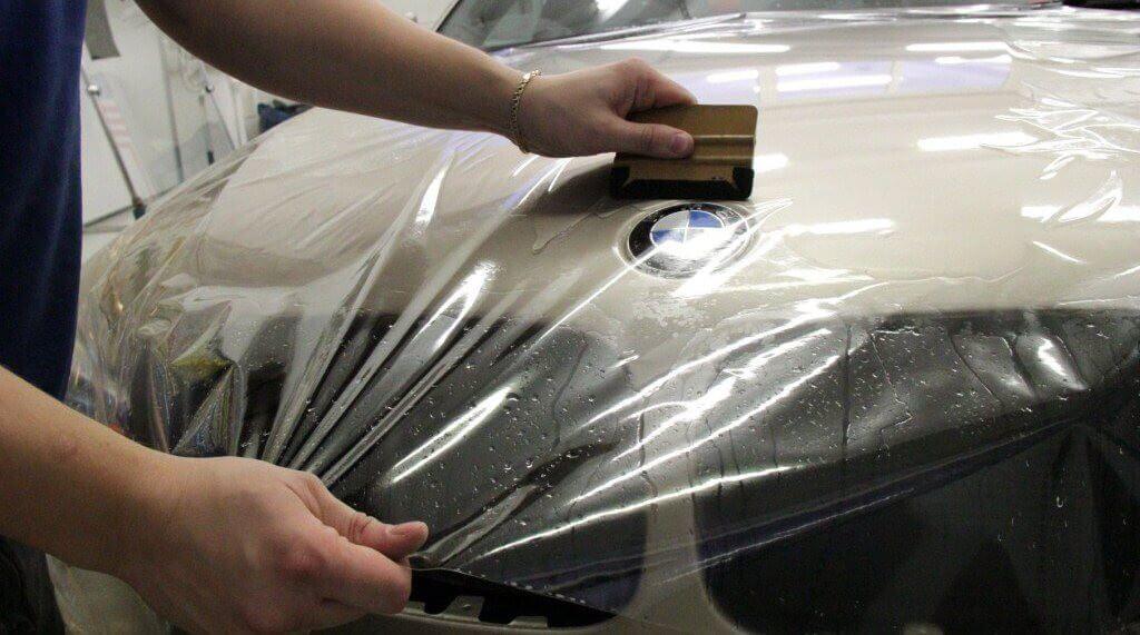 Оклейка автомобиля защитной виниловой пленкой