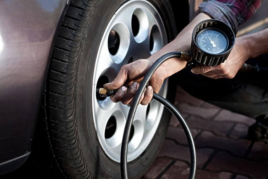 Замер давления в колесах машины