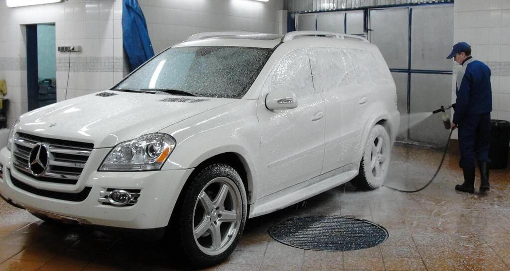 Мытье автомобиля перед оклейкой