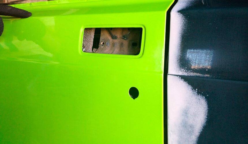 Фото оклеенной пленкой двери