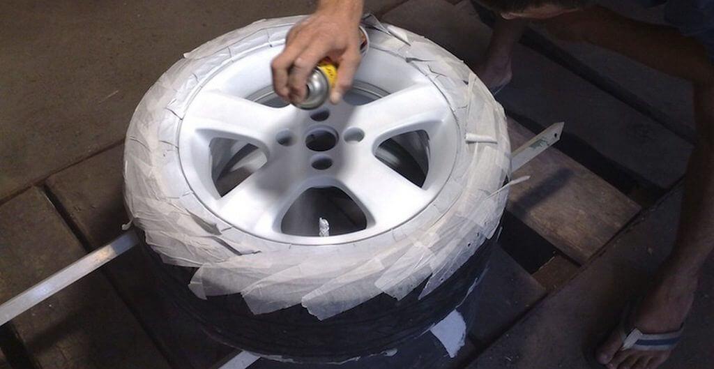 Чем покрасить штампованные диски своими руками не снимая резину
