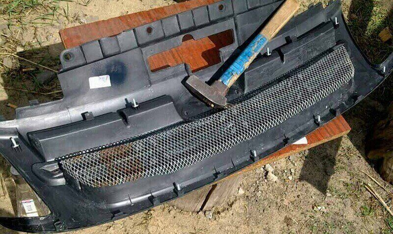 Тюнинг решетки радиатора с использованием сетки на Гранте