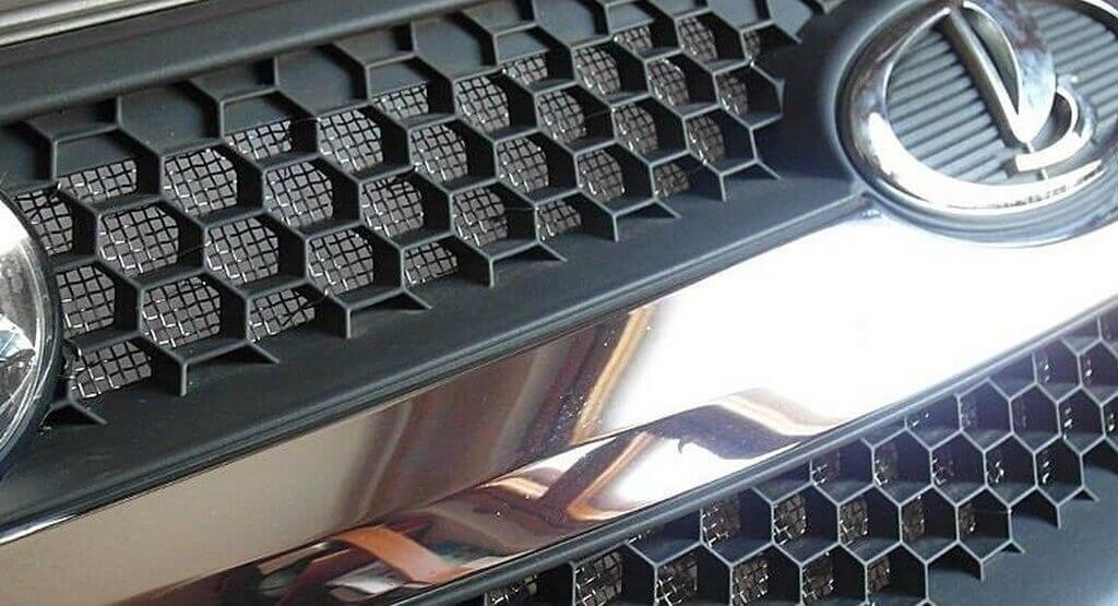 Установка защитной сетки решетки радиатора на Приору
