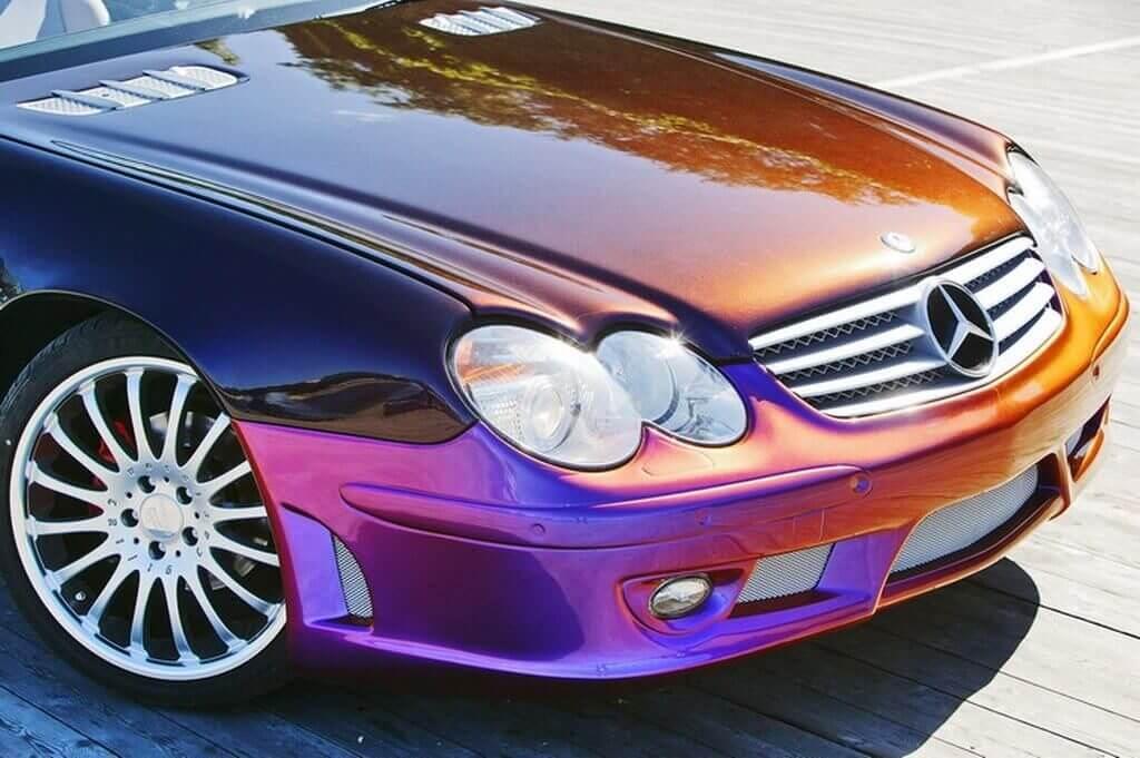 Машина покрашена в цвет хамелеон