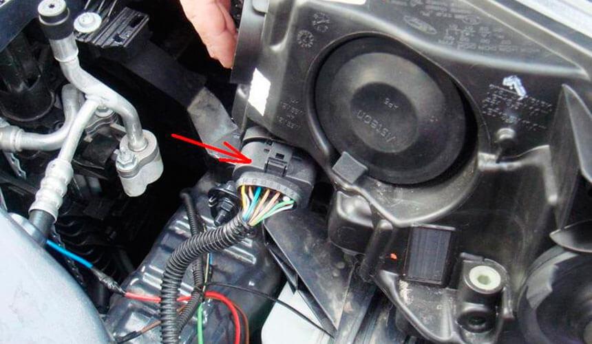 Как заменить фару на Форде Фокус 3