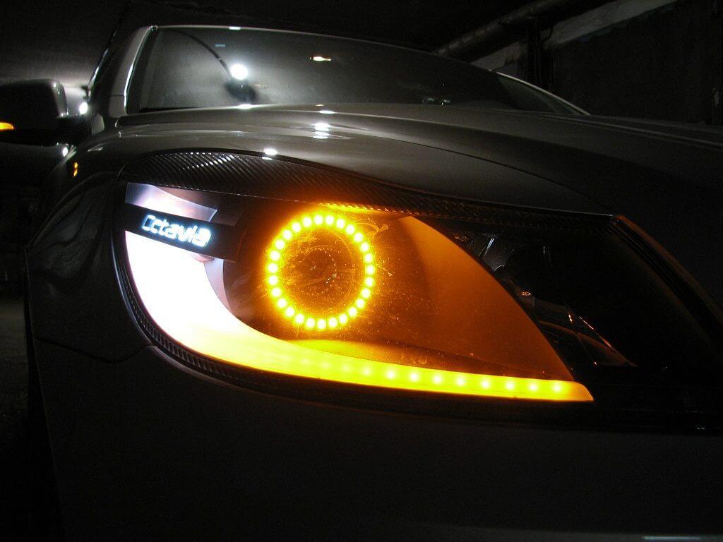Вставить дополнительные габаритные лампы на переднюю оптику