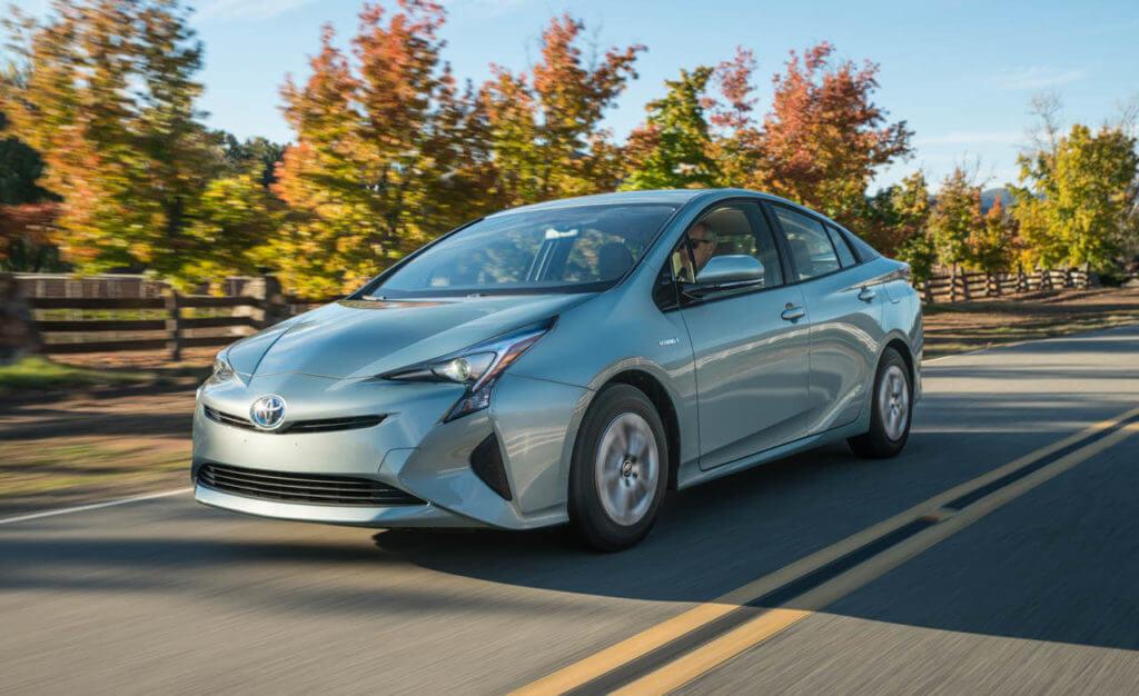 Toyota Prius 2016 года выпуска