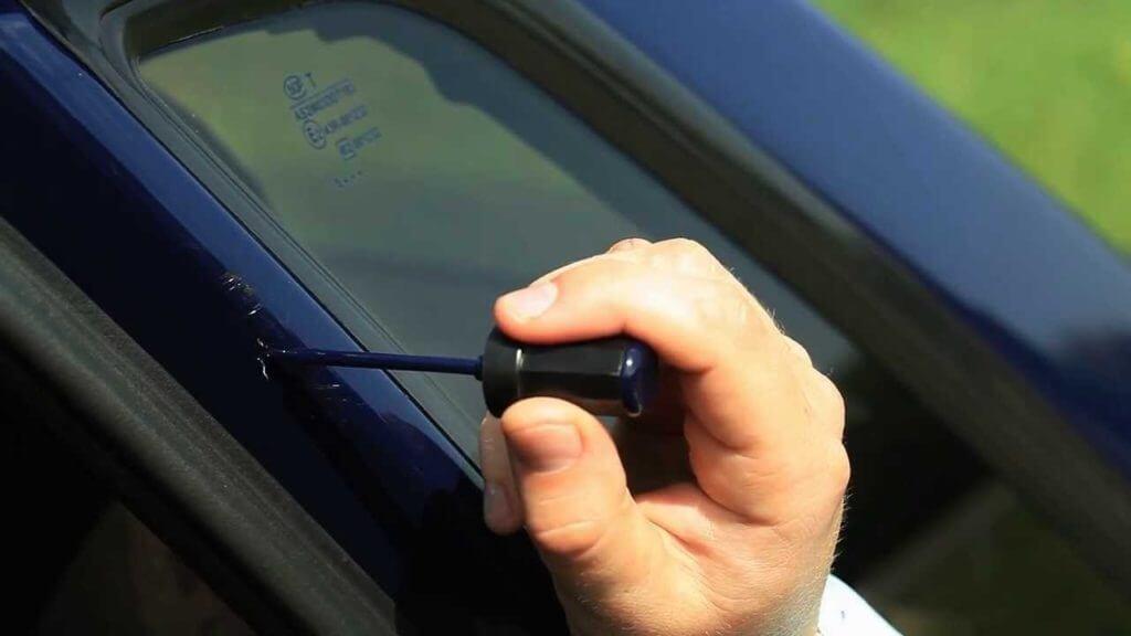 Ремонтироваться должен любой дефект, начиная от незаметной царапинки до крупного скола краски или лака