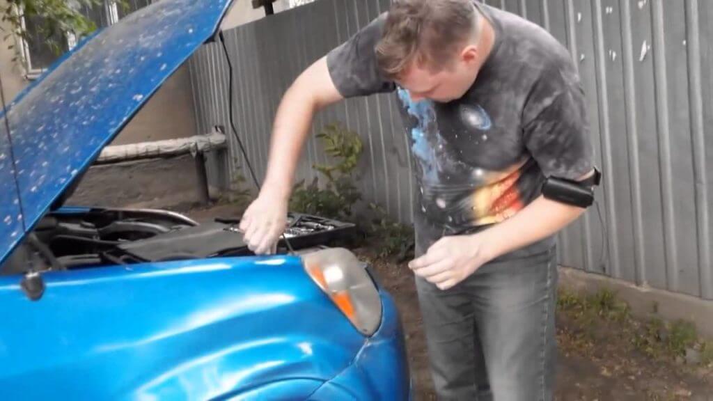 Ремонт царапин на автомобиле без покраски возможен, если затронут только верхний слой лака