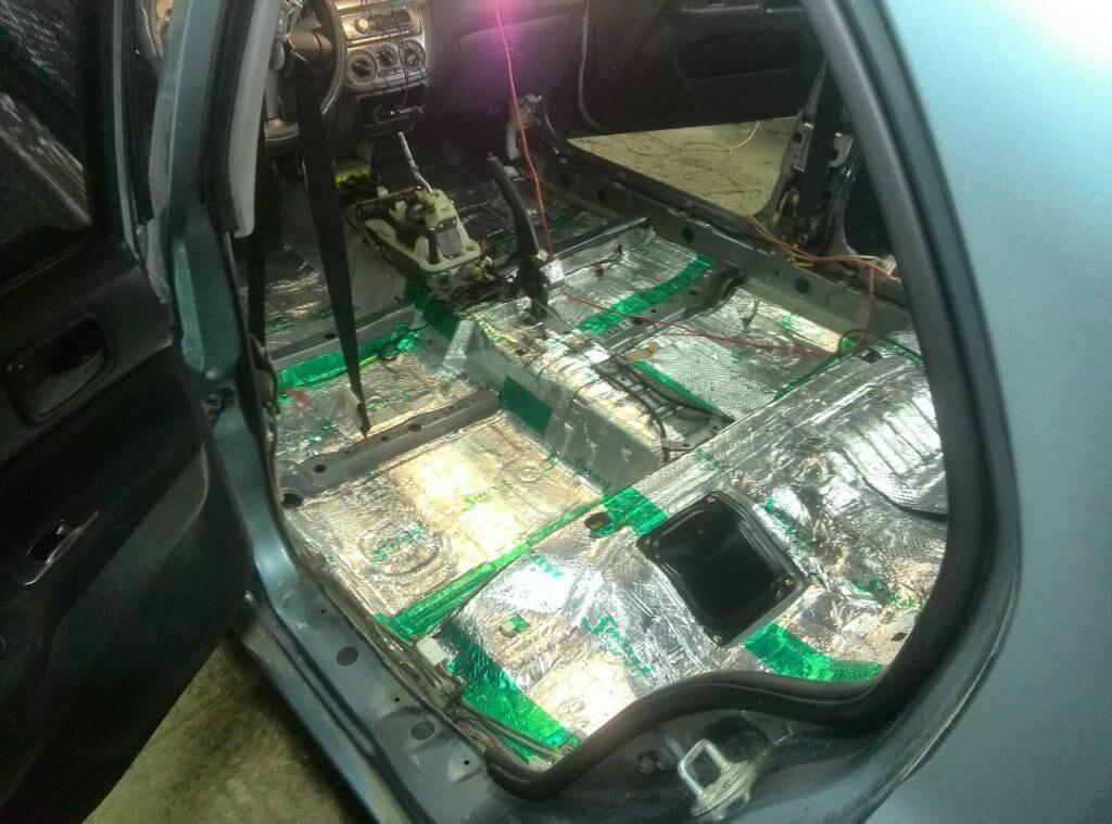 Кроме шумоизоляции, идеальным и дополнительным вариантом будет покрытие дна машины антикором