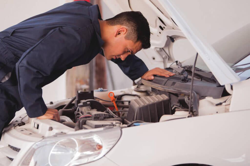 Периодически осматривайте состояние автомобиля