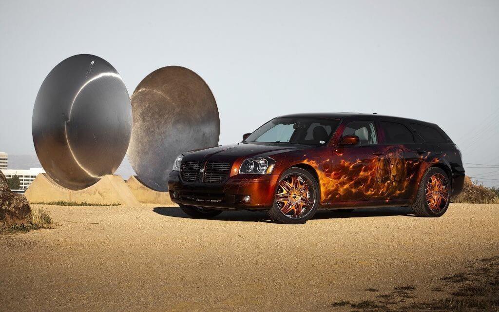 Огненная аэрография на Dodge Magnum
