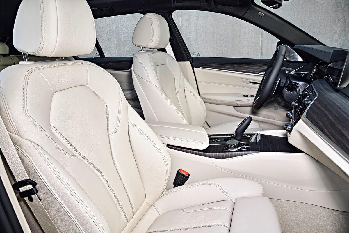 Интерьер автомобиля BMW 530d xDrive Touring M Sport (G31) 2017