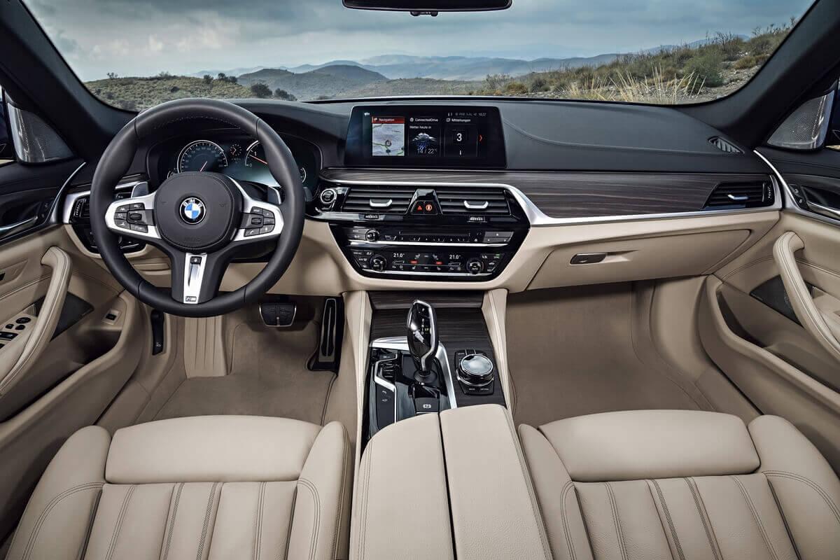 Передняя панель BMW 530d xDrive Touring M Sport (G31) 2017