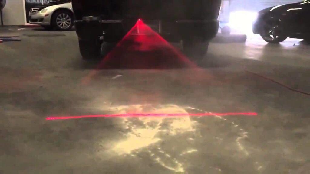 Удобство состоит в том, что можно менять расстояние между автомобилем и этой линией