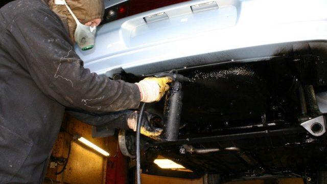 Лучшая защита кузова машины – это ее периодическая обработка антикоррозийными средствами