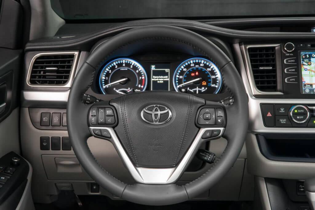 Dashboard 2017 Toyota Highlander XLE